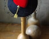 Headpiece Fascinator pillbox Schleierschwarz samt Hochzeit rot Herz Vintage Haarschmuck Kopfschmuck extravagant Liebe Valentin Verlobung