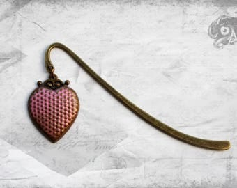 Powder pink Vintage style heart charm bookmark with hand-painted brass loveheart // Reading Book Lover Steampunk Retro Literary gift for her