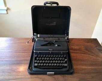 RESERVED for Casey: Superb 1946 Royal Quiet DeLuxe Portable Typewriter w Case, Great Ribbon