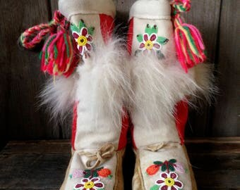 vintage beaded moccasins / Native American moccasins / size 8.5 moccasins / floral beaded moccasins