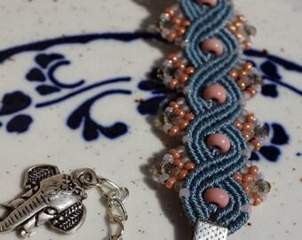 Adjustable macrame bracelet in blue and pink color