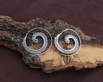 Dotted Silver Earrings, Spiral White Brass Earrings, Tribal Jewellery, Gypsy Earrings, Boho Chic Earrings, Boucles d'oreille Laiton Spirale