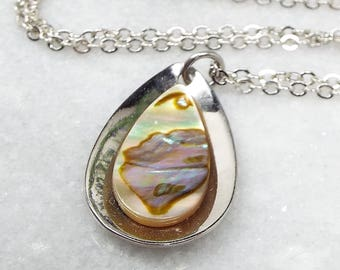 Vintage / Silver Tone Iridescent Abalone Shell Tear Drop Pendant Necklace Chain