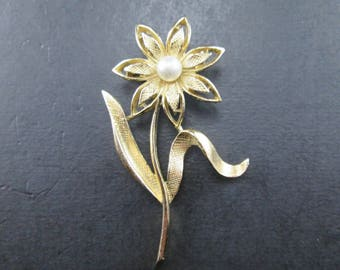 Vintage Gold Tone Flower Brooch Pin with Faux Pearl by Gerry's Signed