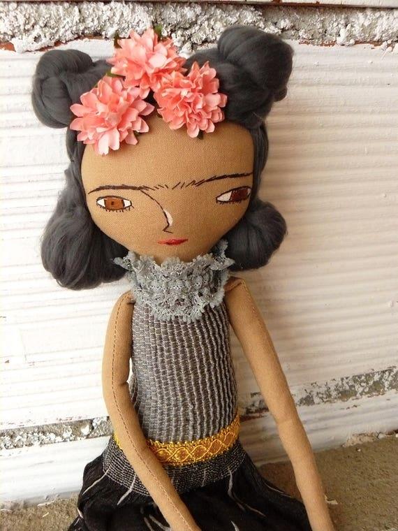Frida Kahlo rag doll. 13 inches. Frida nº 18 2017 series. Bamboo hair