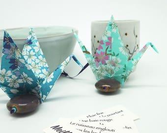 Porte-bonheur grue origami en papier japonais washi bleu indigo - oiseau messager, origami crane, japanese paper, idée cadeau table, voeux