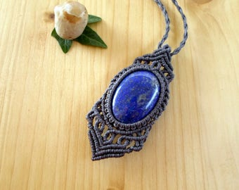 Lapis lazuli macrame pendant, macrame jewelry, lapis necklace, bohemian jewelry, macrame stone, gemstone pendant, lapis lazuli jewelry
