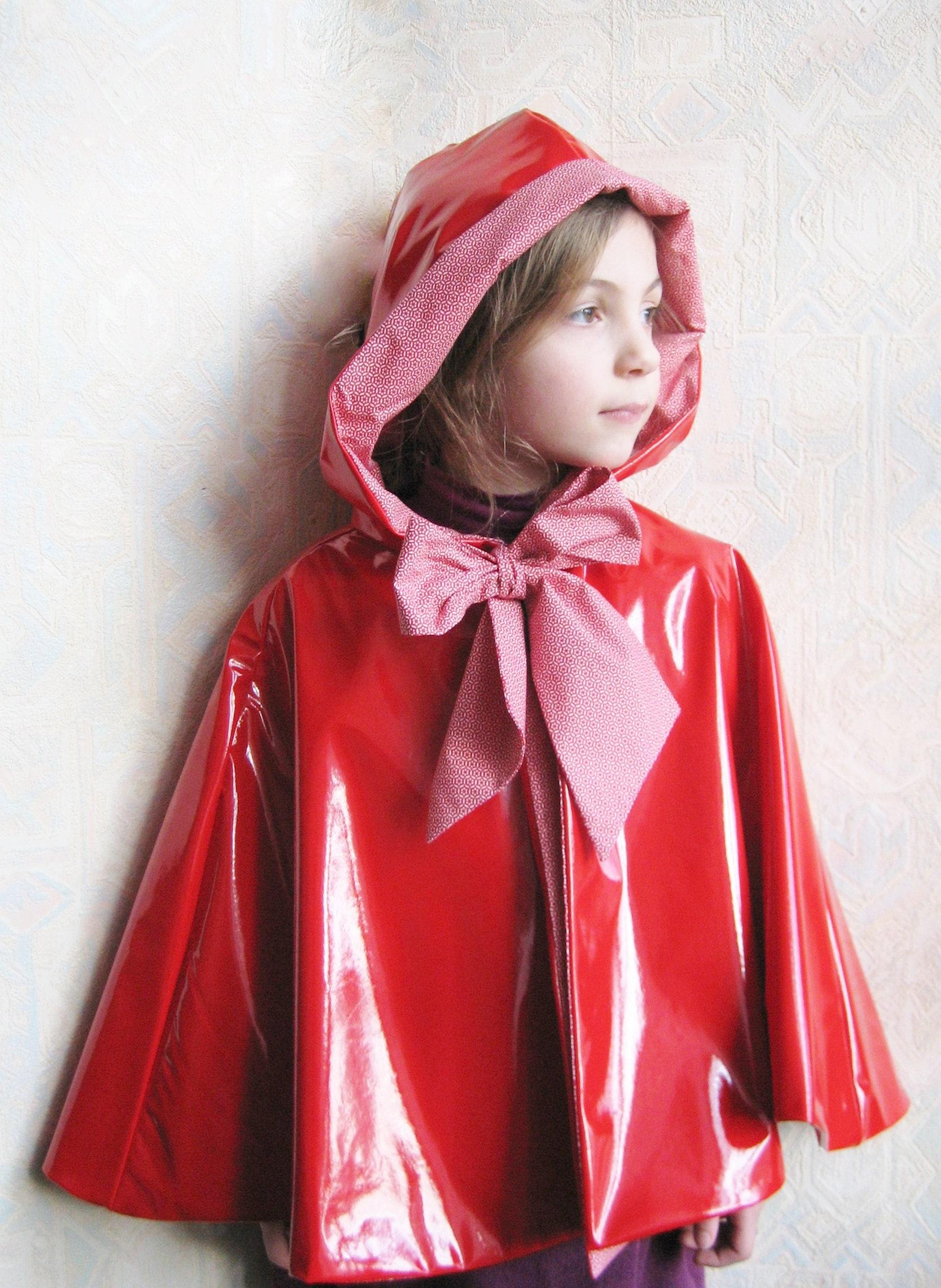 La cape du petit chaperon rouge cape capuche en vinyle - Cape pluie enfant ...