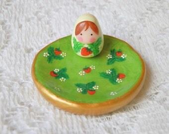 Jewelry dish my Russian doll in strawberry