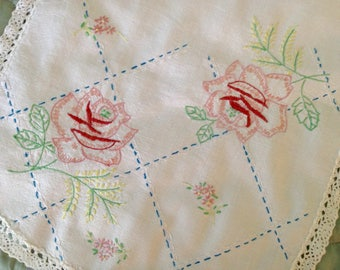 """Hand Embroidered Dresser Scarf, Vintage Peach Embroidered Dresser Scarf, Hand Embroidered Table Runner, Peach Floral Table Runner, 36""""x14"""""""