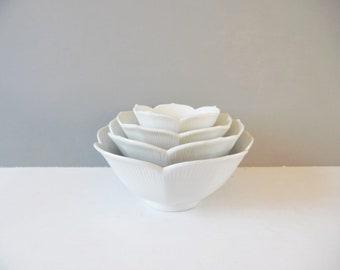 Vintage lotus bowls Vintage lotus nesting bowls Vintage white lotus bowls Vintage rice bowls Vintage white Bowls Vintage nestings bowls set