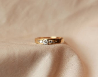 Delicate and dainty contemporary-looking vintage Diamond engagement ring