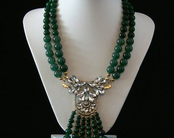 Green jade beads necklace with central costume jewelry
