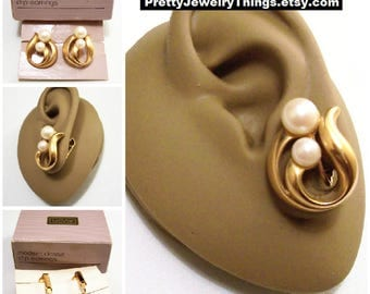 Avon Swirl Band Double Pearl Clip On Earrings Gold Tone Vintage Open Layered Slotted Thick Rib Curls White Round Beads