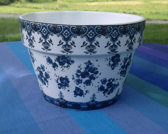 Country Cottage Le Jardinier Indigo Flower Planter Cache Pot, Blue & White French Country Planters, Farmhouse Cottage Gardener, Wedding Gift