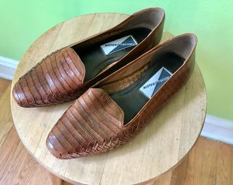 Vintage Brown Leather Flats 1980s Mootsies Tootsies loafers boho hipster moccasins woven shoes woven flats 1980s women ssize 8.5