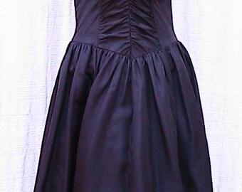 Size 9 Vintage GUNNE SAX by Jessica McClintock with crinoline underlay