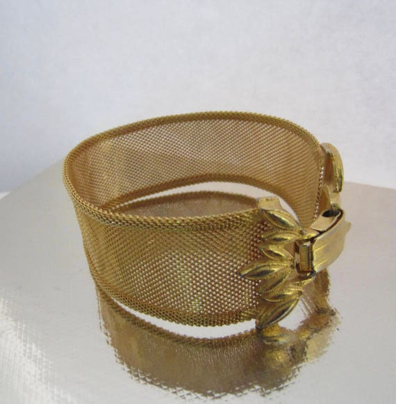 Sophisticated Chevron designed woven MESH gold tone Bracelet ~beautiful, vintage costume jewelry