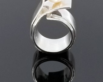 Handmade sterling silver ring with a 8.5 - 8.9 mm freshwater pearl