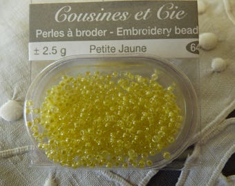 Beads embroidery cousins and companies 6405 yellow small collar