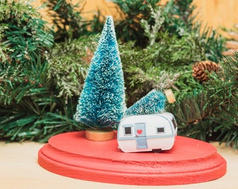 Camper Trailer Holiday Scene Decoration Christmas Large Tree Tabletop Mantle Decor Red and White Bottlebrush Outdoor Camp Caravan