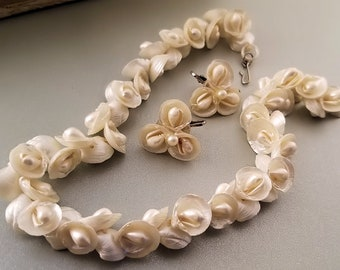 Vintage Seashell Necklace and Clip Back Earrings, Vtg 1960s Naural Shell Jewelry Set