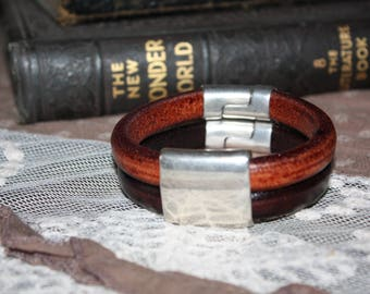 Regaliz Leather Bracelet w/Contrasting Black & Brown Leather, wide Antique Silver Connector and 2 Clasps