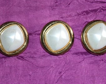 set of button fancy gold and White Center Pearl highlight - set of 3.