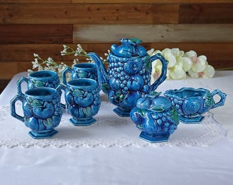 Vintage indigo blue Japan tea set - Blue grapes design - 4 cups, 1 teapot, 1 creamer and 1 sugar bowl - Mid Century