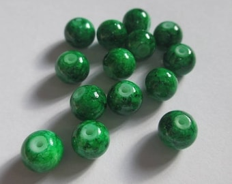 20 green speckled beads 8mm