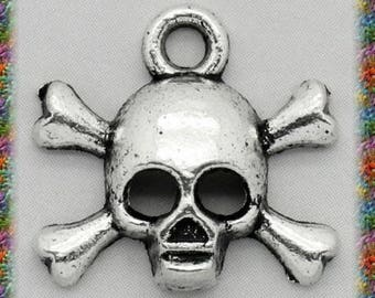 30 antique silver skull pendants