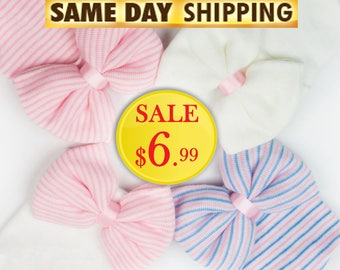 Baby girl newborn hospital hat with bow.   Newborn hat with bow.   Baby hat with bow.