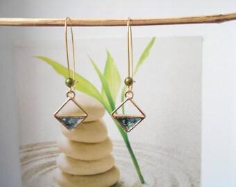 lever back earrings Gold Green pendant