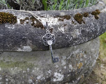 * The key to your heart * necklace with an ornate key and a rose quartz.