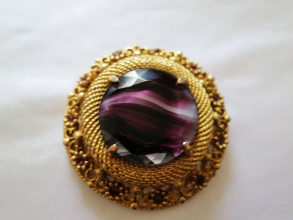 Beautiful vintage 1950s ornate goldtone purple banded glass diamante brooch