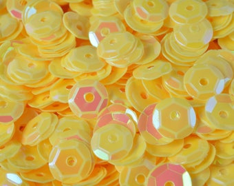 3/4/6mm Light Yellow Cup Glossy Iridescent Sequins Sheen Round Sequins/Loose Paillettes,Wholesale Sequins,Shimmering Sequin Apparel