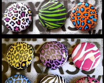 Set of 12 Badges Leopard Zebra