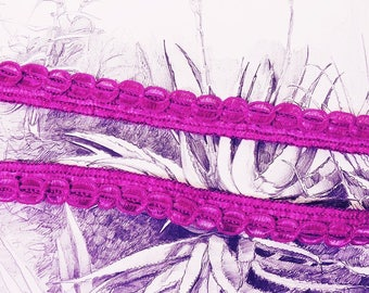 "Embroidered lace with reliefs ""Violeta"""