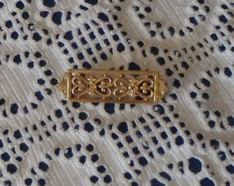 Gold-Tone Small Bar Brooch. Vintage