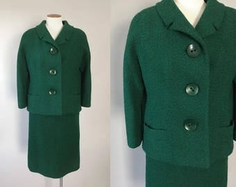Vintage 1950s 1960s emerald green textured nubby boucle boxy suit / 50s 60s suit jacket & skirt separates / small S