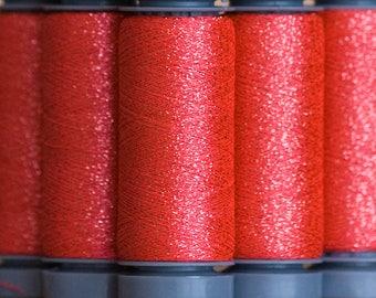 Brillo 718 rouge vif - fil lamé aspect métallisé - bobine 200m Aurifil