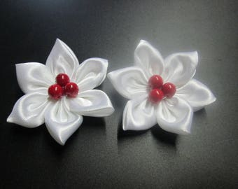 set of 2 red and white satin with a flowers are pearls Center