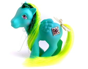 G1 My Little Pony Princess Pristina Green Diamond Jewel Pegasus 80s Hasbro NEAR MINT Condition Flying Winged Tinsel Yellow Hair Ribbon
