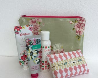 Makeup bag - toiletry pouch