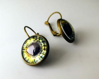Goth eye drop earrings // Alice in WastelandS post apocalyptic jewelry // Handcrafted eye jewelry in brass