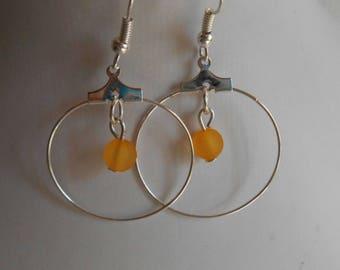 Mini hoop with beaded heart orange