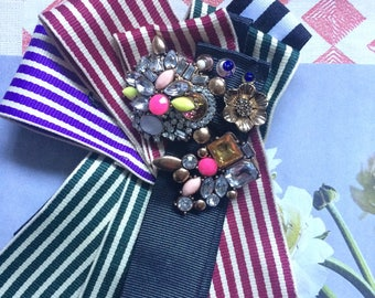 Stripy brooch, with mix colours