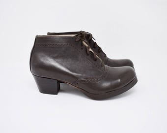 brown leather VICTORIAN style heel booties / size 6