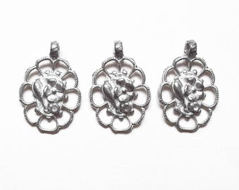 3 charms medallions flowers oval matte silver metal 20 mm