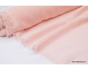 Mousseline fluide polyester rose poudré .